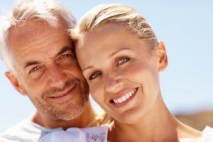 Älteres Paar ist zufrieden