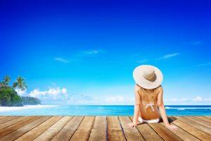 Frau im Karibik-Urlaub