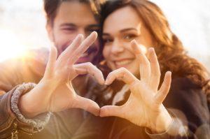 Mann & Frau formen Herz