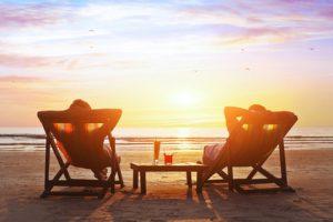 Entspantes Paar am Strand